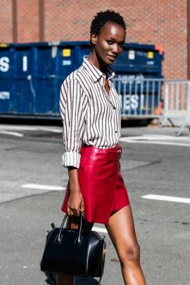minijupe-rouge-chemise